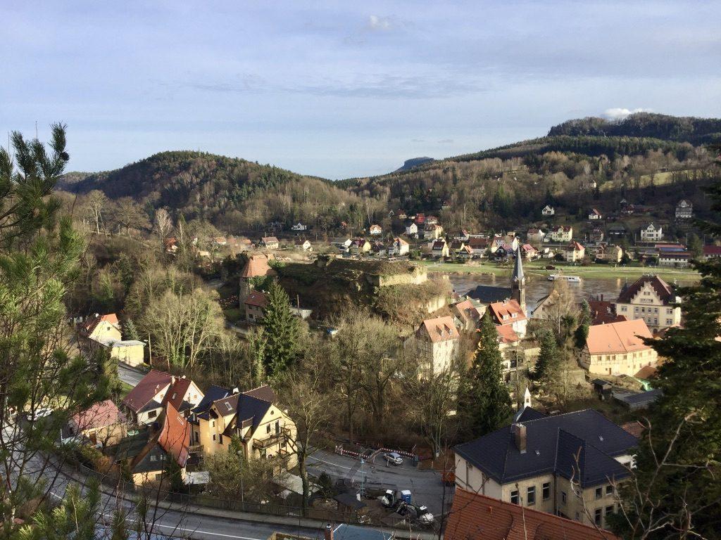 Stadt Wehlen mit freigelegter Burg, Februar 2017